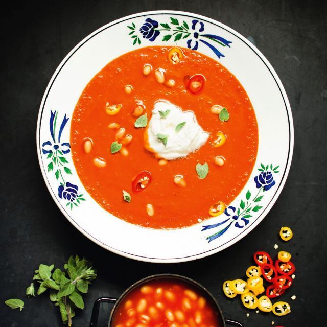 Rezept von Jérôme Eckmeier: Tomatensuppe mit gebackenen weißen Bohnen