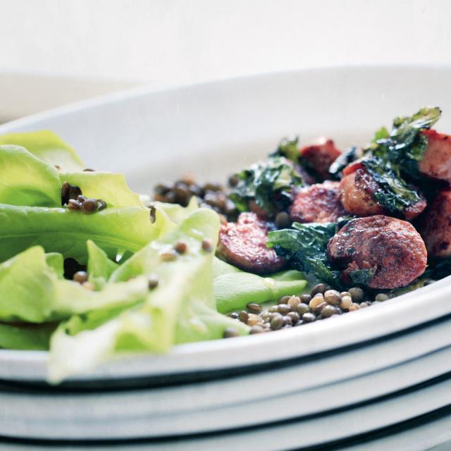 Rezept von Barbara Bonisolli: Kopfsalat mit glasierten Salsicce & Bärlauch