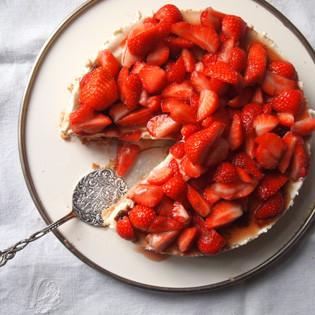 Rezept von Gabriele Halper: Erdbeer-Mandel-Torte mit Holunderblütencreme