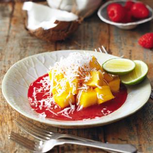 Rezept von Gabriele Gugetzer: Mango mit frischen Kokosraspeln und Himbeerpüree