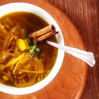 Rezept aus LEON: Apples persische Zwiebelsuppe