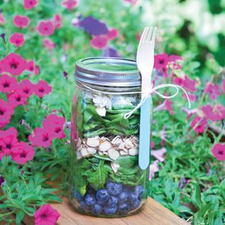 Rezept von Julia Mirabella: Spinat-Blaubeer-Blauschimmel-Salat