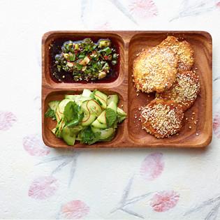 Rezept von Sohyi Kim: Tofulaibchen im Sesammantel mit Gurken-Minze-Salat