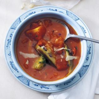 Rezept von Tina Nordström: Tomatensuppe mit Chili & gebackener Aubergine