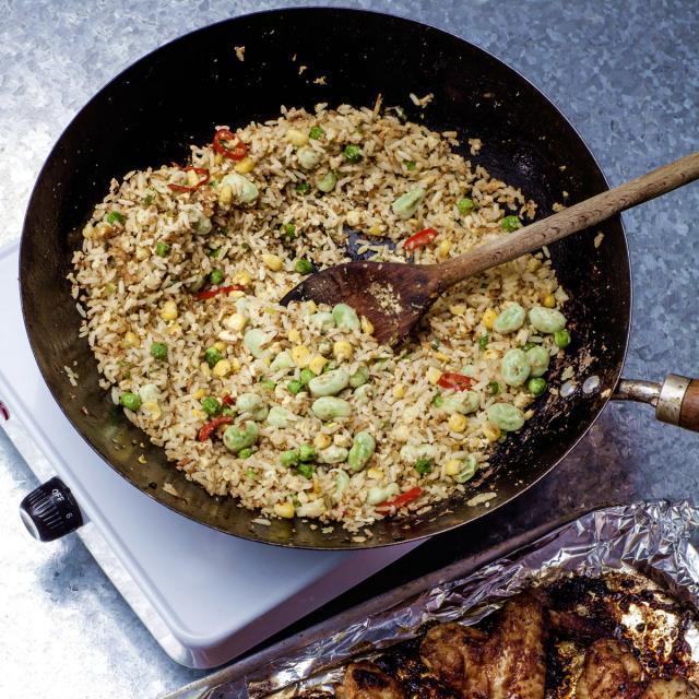 """Rezept von Allegra McEvedy: Egg-Fried Rice with """"Everlasting"""" Veg"""