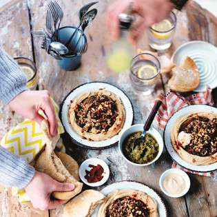 Rezept aus Hummus Bros: Hummus mit Lamm & Pinienkernen