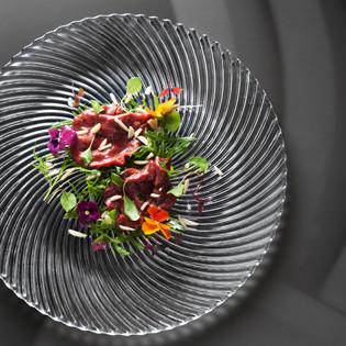 Rezept aus Tantris: Carpaccio von der Bressetaube mit Rucola & Mandelsplittern