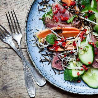 Rezept von Ghillie James: Vietnamesischer Rindfleischsalat mit Wildreis & Papaya