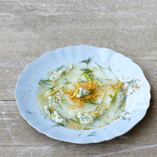 Rezept von Eschi Fiege: Kohlrabivitello mit weißer Dillsauce und Zitronenbröseln
