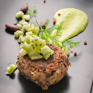 Rezept von Josita Hartanto: Berliner Boulette mit Apfel-Gurkensalat