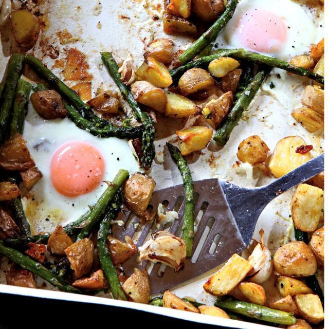 Rezept von Hugh Fearnley-Whittingstall: Neue Kartoffeln, Spargel, Eier
