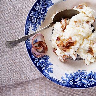 Rezept von Caroline Bretherton & Elena Rosemond-Hoerr: Kartoffelbrei mit Knoblauch und Schalotten