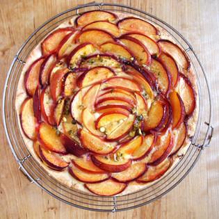 Aus Valentinas Küche: Pfirsich-Tarte mit Pistazien