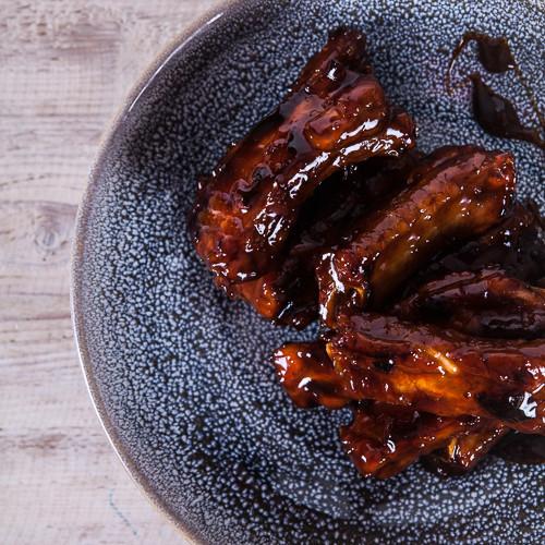 Rezept von Nigel Slater: Schnelle Schweinerippchen mit Honig & Granatapfelsirup