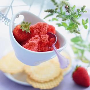 Rezept von Gabriele Gugetzer: Erdbeer-Granita mit einem Schuss Wodka