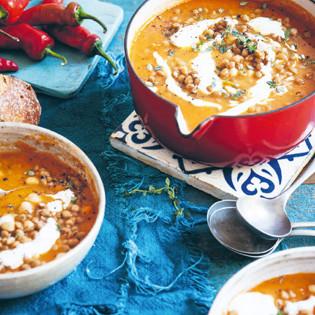 Rezept von Katie Quinn Davies: Linsen-Kichererbsen-Suppe mit Schmortomaten