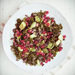 Rezept von Ella Woodward: Marinierter Grünkohlsalat
