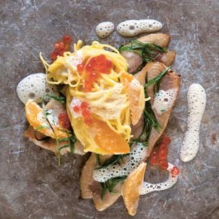 Rezept von Stevan Paul: Feine Nudeln mit Estragon-Butterforelle und Orangenrahm