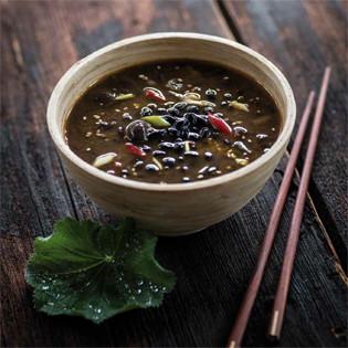 Rezept von Nora Frisch & Ming Dittel: Bohnensuppe mit Sesam