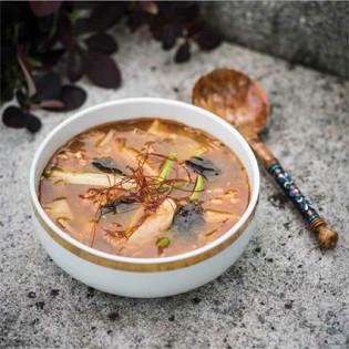 Rezept von Nora Frisch & Ming Dittel: Sellerie-Salbeisuppe mit Hafer