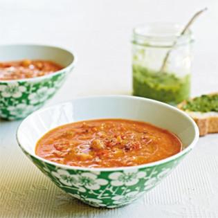 Rezept von Chrissy Freer: Tomatensuppe mit Kichererbsen und Quinoa