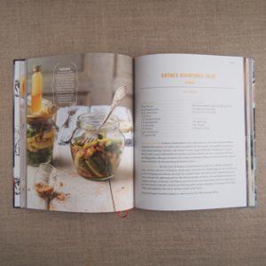 kochbuch-karin-stoettinger-shaking-salad-inside-valentinas