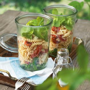 Rezept von Karin Stöttinger: Nudelsalat mit Tomaten & Schafskäse