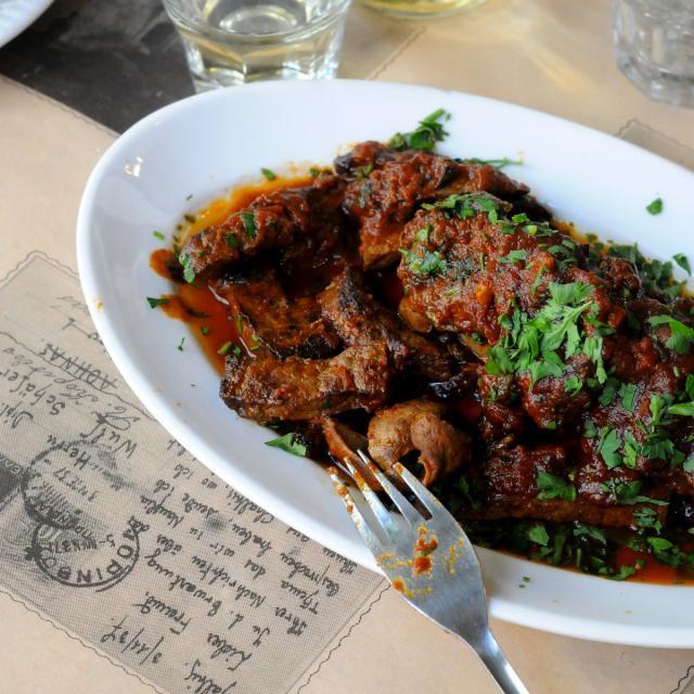 Rezept von Elissavet Patrikiou: Leber mit Tomatensoße