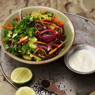 Rezept von Bettina Matthaei: Indischer Linsensalat mit Limetten-Ingwer-Joghurt