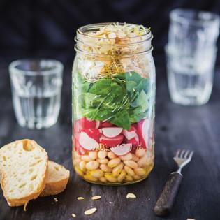 Rezept von Luisa Zeltner: Bohnensalat mit Radieschen und Sprossen