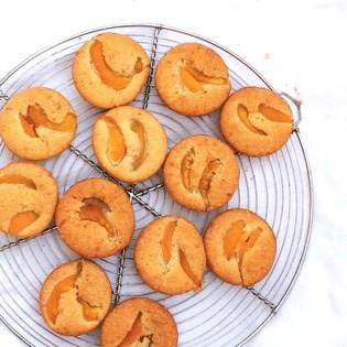 Aus Valentinas Küche: Aprikosen-Mandel-Küchlein