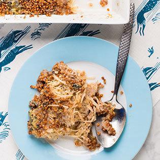 Rezept von Hemsley & Hemsley: Sellerie-Buchweizen-Gratin mit Blauschimmel