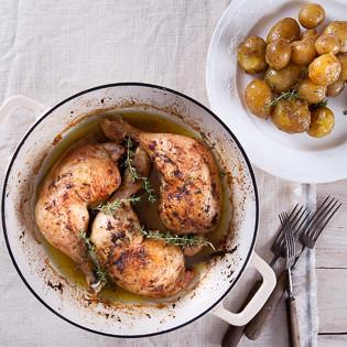 Rezept von Diana Henry: Hähnchen mit Thymian, Zitrone und Knoblauchkartoffeln