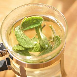 Rezept von Anne Iburg: Beruhigungswasser (Salbei)