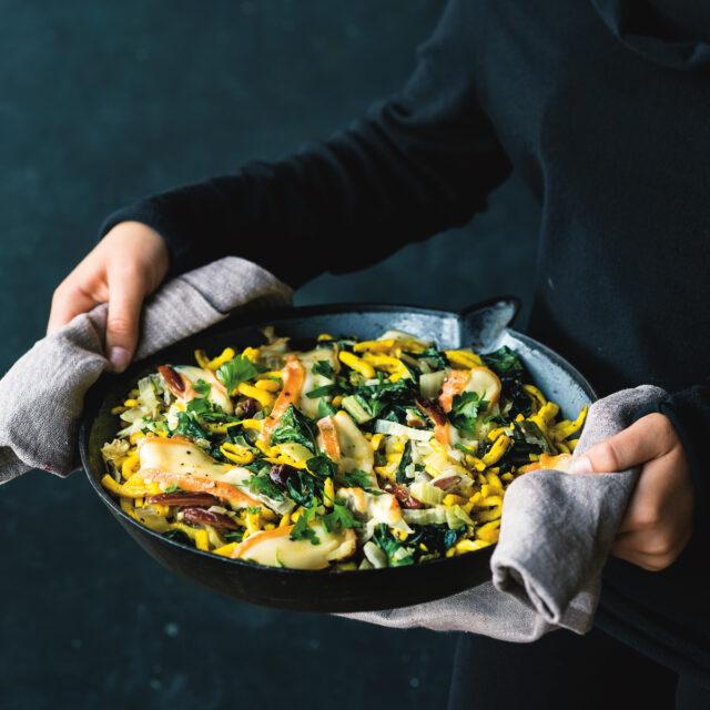 Rezept von Anne-Katrin Weber: Käsespätzle-Pfanne mit Mangold