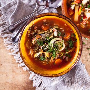 Rezept von Belinda Williams: Puy-Linsensuppe mit Gemüse der Saison und Speck
