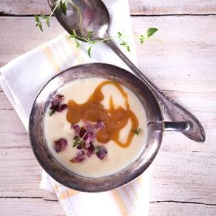 Rezept von Belinda Williams: Kartoffelcremesuppe mit gerösteten roten Zwiebeln