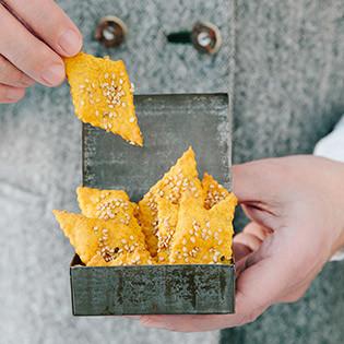 Rezept von Lucia & Theresa Baumgärtner: Süßkartoffel-Sesam-Cracker