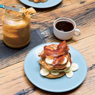 Rezept von O'Sullivan &  Reynolds: Bananenpfannkuchen mit Erdnussbutter & Bacon