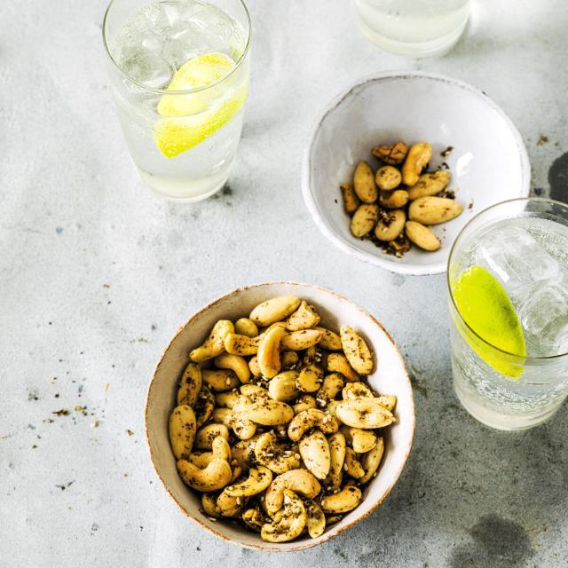 Rezept von Salma Hage: Nüsse in Zatar-Würzkruste