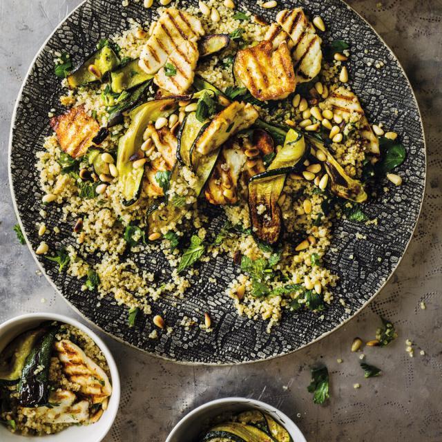 Rezept von Salma Hage: Zucchini-Quinoa-Salat mit Halloumi