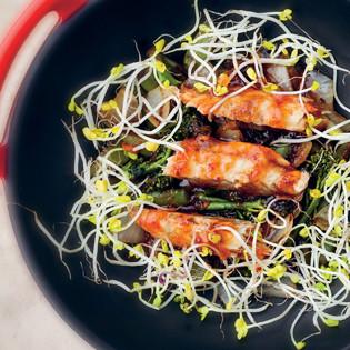 Rezept von Bart van Olphen: Makrele mit Wok-Gemüse & Chilisauce