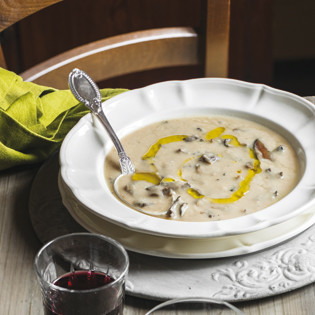 Rezept von Csaba dalla Zorza: Cremesuppe mit weißen Bohnen & Steinpilzen