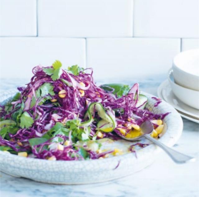 Rezept von Elliott-Howery & Grant: Rotkohlsalat mit Mais, Chilischoten & Koriander