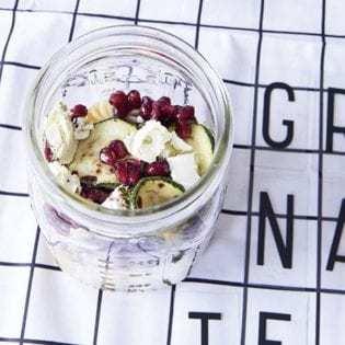 Rezept von Maja Nett: Nudelsalat mit Zucchini & Granatapfel