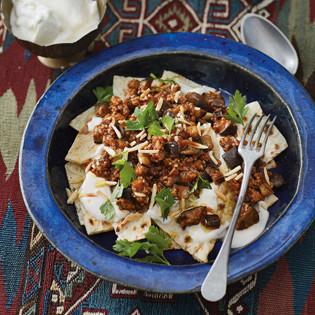Rezept von Malakeh Jazmati: Auberginengemüse auf Fladenbrot