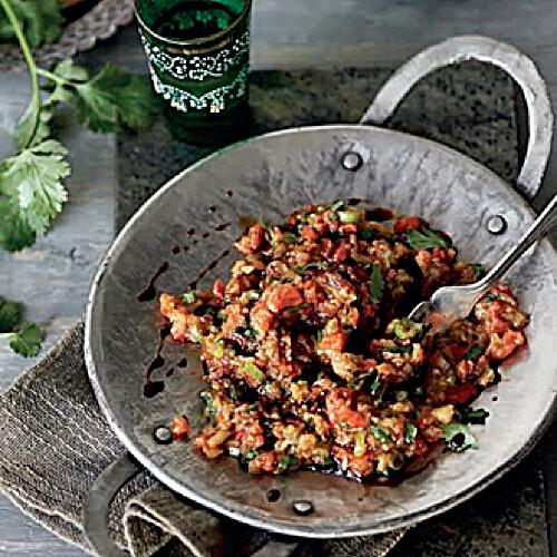 Rezept von Ghillie Başan: Gerösteter Auberginensalat mit gegrillter Paprika