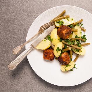 Rezept von Zuza Zak: Lachswürfel in Lebkuchenpanade & Kartoffel-Bohnen-Salat
