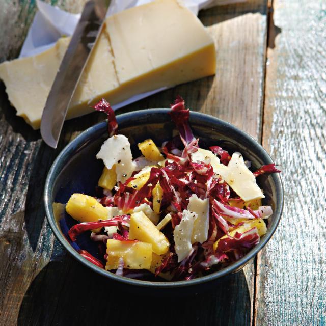 Rezept von Hugh Fearnley-Whittingstall: Ananas-Cheddar-Radicchio-Salat