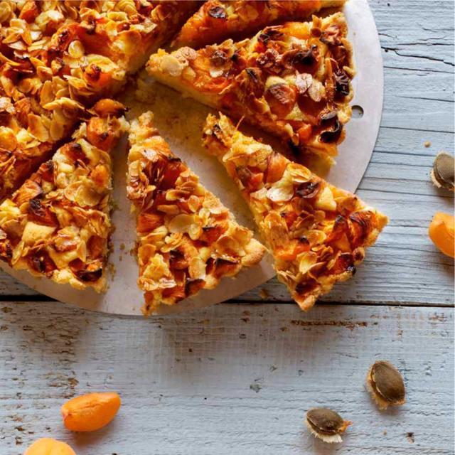 Rezept von Michaela Hager: Aprikosenkuchen mit Bienenstichkruste